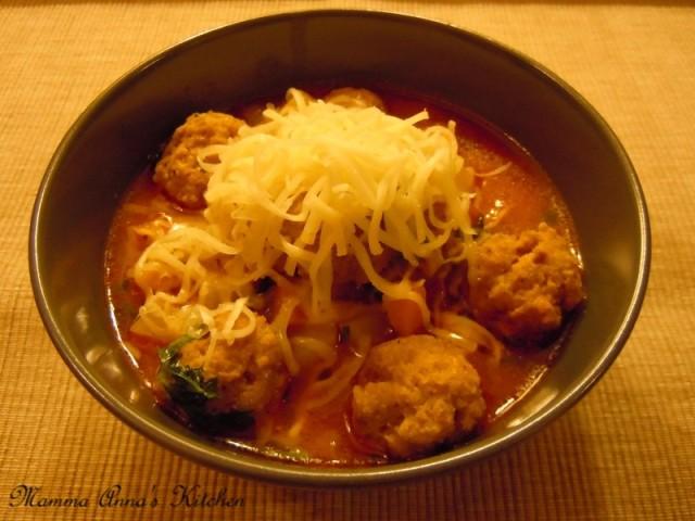 polpettine di carne e semolino in minestra