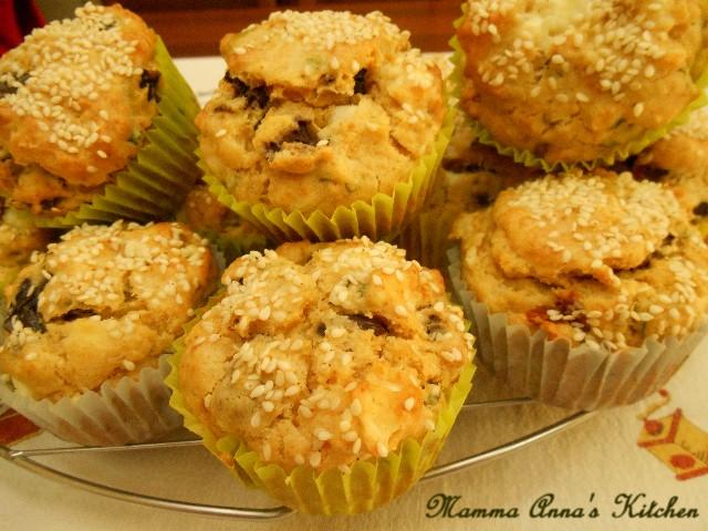 muffins con feta pomodori secchi e olive