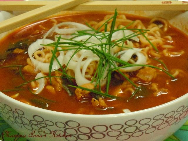 zuppa pomodoro, pollo e noodles